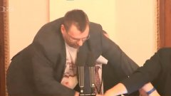 Независимият депутат Любомир Волни се опита да вземе думата със сила