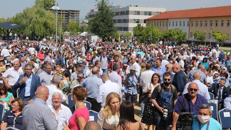 """Около 4000 активисти се събраха на открито пред """"София тех парк"""" в столицата."""