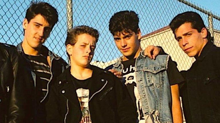 8. New Kids on the Block - You Got It (The Right Stuff) (1988)  До известна степен нетипична песен за бой банда и по тази причина неочакван хит, уловил духа на 80-те и демонстрирал способностите на Джордан Найт да се превъплъти в R&B певец. You Got It (The Right Stuff) си остава сред най-разпознаваемите хитове на американците от New Kids on the Block, които се бяха разпаднали в средата на 90-те, но от 2008 г. насам отново са активни.
