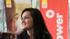 """20-годишната Сандрина Захариева има книжка отскоро, но за година е навъртяла 60 000 километра """"стаж"""" - толкова, колкото някои градски шофьори трупат за две, че и три години."""