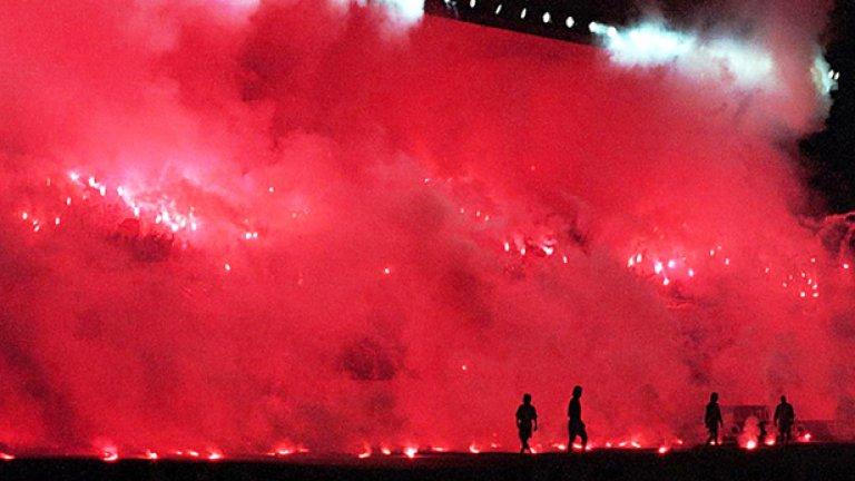 """Неделя, 20 ноември: 19:00 часа: Фенербахче – Галатасарай Едно от трите големи дербита на Турция. Атмосферата на над 50-хилядния """"Юлкер"""" ще бъде изключителна. """"Фенерите"""" са в страхотна серия от четири поредни победи, една от които над Манчестър Юнайтед в Лига Европа. Време е за такава и домашно дерби."""