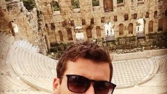 След корта, новата звезда на ATP се разходи из Атина