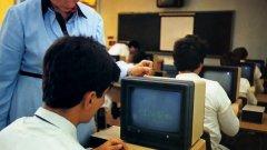 """Смътно помня първия си досег с компютър. Трябва да е било към 1984 г. Една събота ме заведоха в завода на баща ми и ме сложиха пред """"Правец"""", на който играх Каратека цял ден. Информатик така и не станах, нито се научих да харесвам компютърни игри..."""