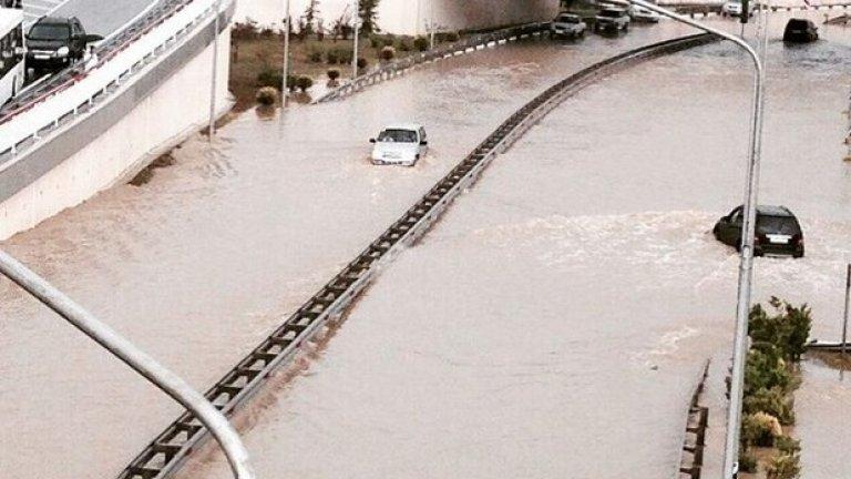 Центърът на града наводнен