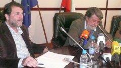 Довчера заедно, днес вече не - заместникът Димитър Дерелиев (вляво) и министърът Вежди Рашидов