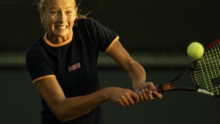 Мария на тренировка преди Индиън Уелс през 2002 г.