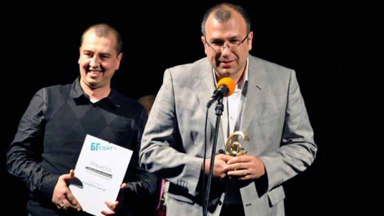 Според Любомир Русанов (в дясно на снимката) твърде многото регулации са заплаха за Интернет...