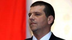 Главният секретар на МВР Калин Георгиев на въпрос дали ще си подаде оставката: Аз съм взел своето решение и съм го докладвал на министър Цветан Цветанов. Очаквам връщането му от чужбина и ще видим какво ще реши той