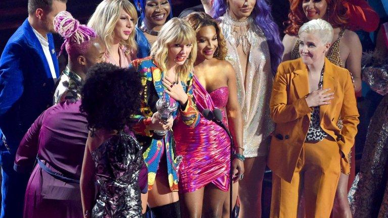 Суифт се възползва от сцената на MTV Video Music Awards 2019, за да обърне внимание на 500-те хиляди подписа в подписка в подкрепа на закона в Change.org. Тя поиска и отговор от Белия дом.