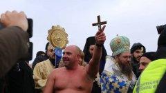 Кой хвана кръста на Богоявление в София