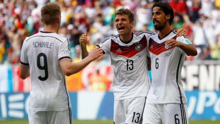 Бундестимът в серия  Германия влиза на Мондиала с пет поредни победи на Световно първенство (включително такива в продълженията или при дузпите). Само две страни са постигали повече от шест: Италия (7) между 1934 и 1938 г. и Бразилия (11) между 2002 и 2006 г. Висока, но постижима летва за играчите на Льов.