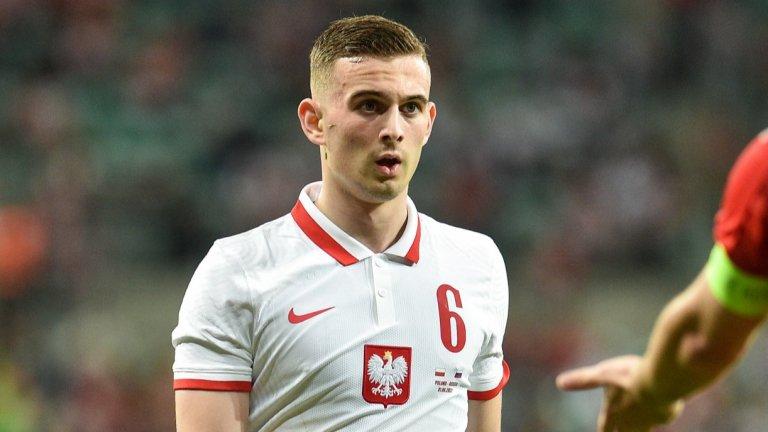 На 16 счупи три прешлена на гръбнака в катастрофа, а на 17 стана най-младият футболист на европейски първенства