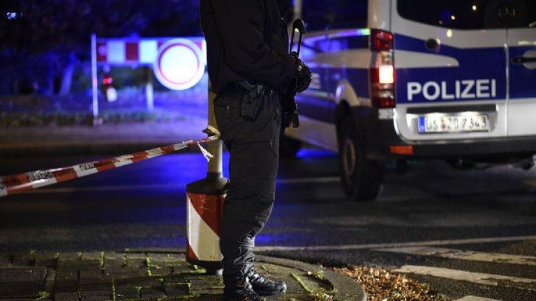 Стадионът се охранява от тежко въоръжени полицаи