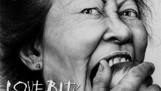Художничката Лори Липтън превръща травма от детството си в мрачно вдъхновение