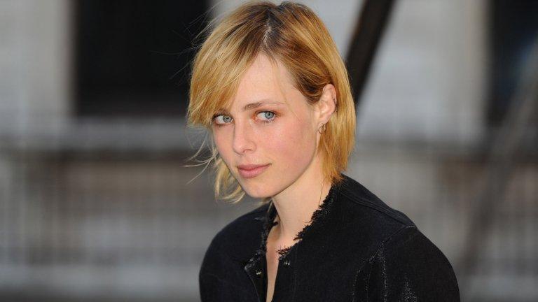 Кембъл е известна с работата си с брандове като Chanel и Burberry, снимала се е и за корицата на британския Vogue