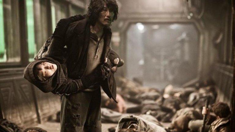 """""""Snowpiercer"""" (27 юни)  Южнокорейският режисьор Бонг Джун-Хо създава апокалиптичен филм, в чиято главната роля е Крис Евънс. Действието се развива през 2031 година в непрекъснато движещ се влак, подслонил единствените оцелели хора. Влакът е разделен на класи, като богатите, водени от Мейсън (Тилда Суинтън), заемат началните купета, а бедните, водени от Къртис (Крис Евънс) се противопоставят. Изпълнението е чудесно, а екшън сцените са изпипани елегантно и може би са най-добрите, снимани през годината."""
