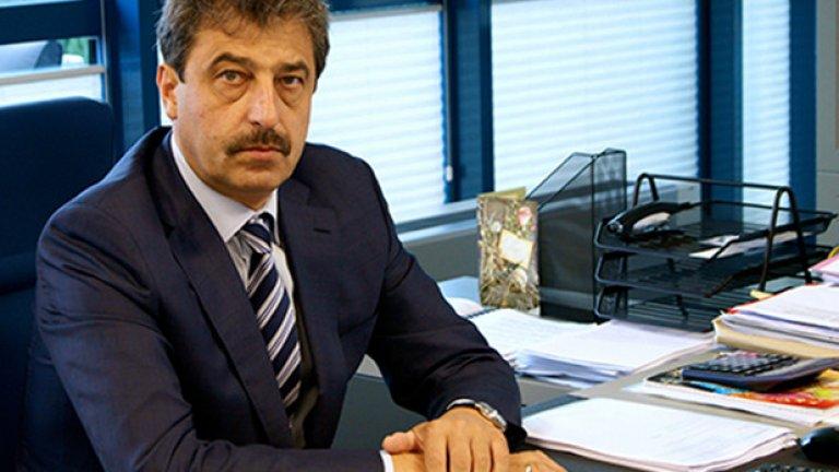"""В пореден опит да защити и малкото му останало достойнство на банкер, Цветан Василев се обръща патетично към """"истинските служители на КТБ"""""""