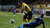 Излагациите на Левски продължиха с дузпа, червен картон и автогол в Пловдив