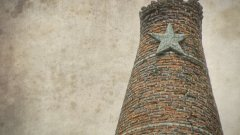 Комунистическата власт може отдавна да е паднала, но петолъчката на комина от варницата в Устово продължава да се държи (ГАЛЕРИЯ)