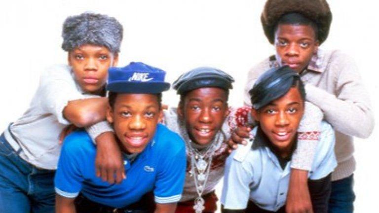 3. New Edition - Candy Girl (1983)  Когато музикалният продуцент Морис Стар вижда Рики Бел, Майкъл Бивинс, Боби Браун, Рони ДеВоу и Ралф Тресвант на конкурс за таланти в Бостън, той има чувството, че е срещнал новите Jackson 5. Така се стига до възникването на Candy Girl, още по-захаросана версия на ABC на Jackson 5. С нея New Edition потеглят по пътя към славата. Високият и нежен глас на Тресвант го превръща в аналога на Майкъл Джексън за New Edition, а средната част на песента, в която момчетата рапират, придава на Candy Girl достатъчно собствен облик и тя оглавява R&B класацията в Щатите.