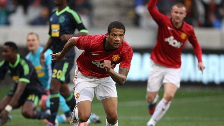 """1. Бебе в Манчестър Юнайтед """"Червените дяволи"""" платиха девет милиона евро за 20-годишния талант през август 2010-а. Бебе тъкмо бе преминал от Ещрела във Витория Гимараеш и без да изиграе нито мач в португалското първенство, бе привлечен на """"Олд Трафорд"""". А най-странното бе, че сър Алекс Фъргюсън дори не бе гледал нападателя в игра и се бе доверил напълно на съвета на помощника си Карлош Кейрош. Трансферът бе катастрофален както за клуба, така и за играча. Бебе изигра едва два мача във Висшата лига и след няколко периода под наем през 2014 г. бе продаден в Бенфика за три млн. евро. Интересен факт е, че негов агент тогава бе Жорже Мендеш, който е прибрал една трета от деветте млн. евро, които Юнайтед плати на Гимараеш за него."""