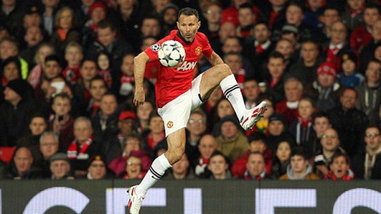 Стрелец - Райън Гигс Гигс е най-титулуваният играч във Висшата лига с 24 сезона и над 900 мача за Юнайтед.