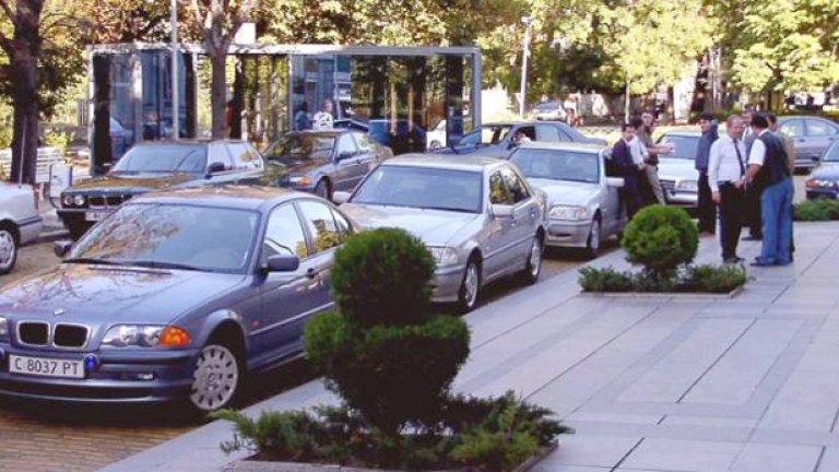 В 50 пъти по-мощна икономически държава като Германия 40 коли обслужват 622 депутати, в най-бедната членка на ЕС - България, 116 возят 240... При това 40-те коли в Германия са на фирма, където е изнесена услугата, и се ползват в много редки случаи