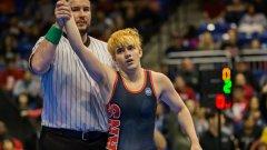 17-годишният Мак Бегс спечели щатския училищен шампионат по борба в Тексас