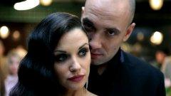 Визията на филма (отлична работа на оператора Емил Христов) е красива и напудрена, като от всеки кадър лъха комплексът на бедния източноевропеец