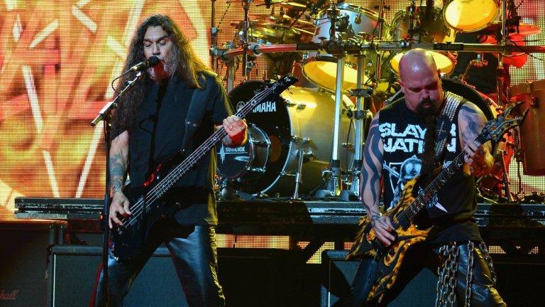 """Slayer  Траш легендите сложиха край през миналата година след мащабно заключително турне. Вокалистът и басист Том Арая сега се наслаждава на внучката си и прекарва времето си вкъщи със своето семейство – трудно е да си го представим да свири отново със Slayer. Съпругата на китариста Кери Кинг се чувства по същия начин и публично обяви, че няма """"никакъв шанс"""" за завръщане на бандата. """"Никога, никога, никога никога, никога, никога"""", гласеше написаното от нея."""