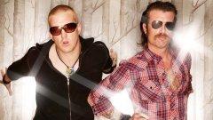 Джеси Хюз (вдясно) продължава да прави коментари, които няма как да се харесат на французите. В резултат Eagles of Death Metal бяха изхвърлени от два фестивала на френска земя