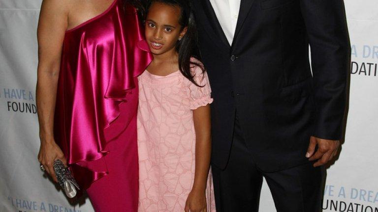 Дуейн Джонсън и Дани Гарсия с 13-годишната си дъщеря