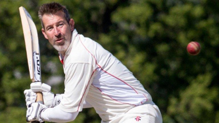 Найджъл Мартин, крикет Един от най-великите вратари в историята на Лийдс, останал в сянката на Дейвид Сийман в националния отбор, се насочи към крикета – спорт, който е обичал още преди да започне да се занимава с футбол.