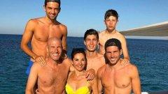 Зинедин Зидан и съпругата му – Вероник, имат четирима синове: Енцо, Люка, Тео и Елияс. Най-големите двама са футболисти. Енцо е полузащитник, собственост на португалския Авеш, а през този сезон играе като отдаден под наем във втородивизионния испански Алмерия. Люка е вратар и е собственост на Реал Мадрид, но този сезон е под наем в Сантандер, който също е в Сегунда.