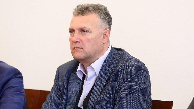 """Мотивите за отказа на Пламен Младеновски са """"наложеното мнение в обществото, че изборът ще бъде осъществен нагласено, а не на база неговите експертни качества"""", обяви председателят на енергийната комисия в парламента Валентин Николов (на снимката)"""