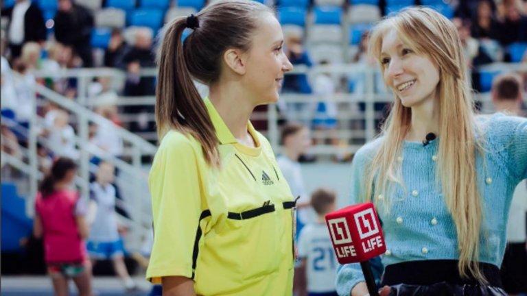 Съдийката Етакерина Костюнина22-годишната Екатерина Костюнина от Сибир е студентка, която живее в Москва. В свободното си време се забавлява да съдийства на футболните мачове от полупрофесионалната лига в Русия.
