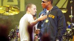 """Linkin Park и Jay-Z – цялото EP """"Collision Course""""  Феновете на Linkin Park едва ли можеха да предполагат в каква посока ще се развие творчеството на бандата, но EP-то от 2004-а """"Collision Course"""" беше отличен намек за това, че ще започнат да експериментират повече със стила си. Албумът съдържаше странни смесици между някои от най-популярните парчета на LP и хитове на рапъра Jay-Z. Някои от тях бяха повече от успешни, други не звучат чак толкова добре заедно, но е факт, че въпреки смесените отзиви с """"Collision Course"""" Linkin Park успяха да достигнат до още по-голяма аудитория. Албумът стана номер 1 в класацията на Billboard, а хитовият сингъл """"Numb/Encore"""" в България се въртеше до писване дори в барове и кафенета, където иначе не можеше да се чуе каквато и да е жичка."""
