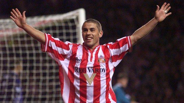 """4. Кевин Филипс (Съндърланд, 1999/00) Супер Кев дойде в Съндърланд през 1997 г. и отбеляза 60 гола през следващите два сезона. Филипс сформира невероятен тандем с Найъл Куин и в първата си кампания след завръщането на """"черните котки"""" в елита реализира 30 гола, като по този начин стана първият англичанин със """"Златна обувка""""."""