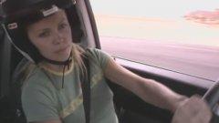 """В """"Италианска афера"""" режисьорът Еф Гари Грей държал актьорите сами да изпълняват автомобилните каскади. Затова ги пратил на шофьорски курсове – където Чарлийз Терон се справила неочаквано добре"""