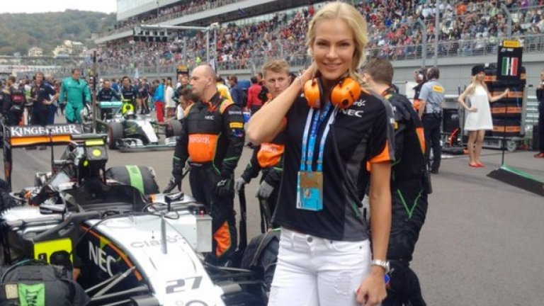 7. През 2015-а, като част от спонсорски договор, отиде да подкрепя отбора на Force India за състезанието във Формула 1 в Сочи. Тогава един от пилотите на Force India се класира на трето място, а от отбора се пошегуваха в Twitter, че искат Клишнина да ги подкрепя преди всеки старт. One last-minute 'good luck' from @skullcandy ambassador @DaryaKlishina, on the grid with our crew! #SkullcandyFamily pic.twitter.com/osggcGm552— Sahara Force India (@ForceIndiaF1) October 11, 2015