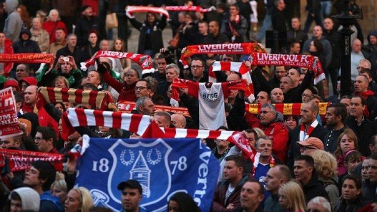 """Феновете на Ливърпул и Евертън често седят редом на трибуните и проблеми няма. Днес, 5 дни след 27-ата годишнина на """"Хилзбъро"""", те отново ще сведат глава на """"Анфийлд"""" за минута мълчание преди дербито."""