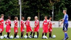 Прогресът на младите футболисти се оценява по четири основни параметъра: техника, мисъл, характер и скорост.  Допълнителни елементи са: координация; техника на удара; подаване; изпълнение на аут; финтове; завършване на атаката; позиционна игра; умения в двустранна игра.