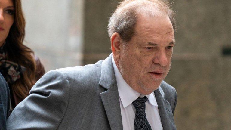 Бившият продуцент бе докаран в съда в инвалидна количка