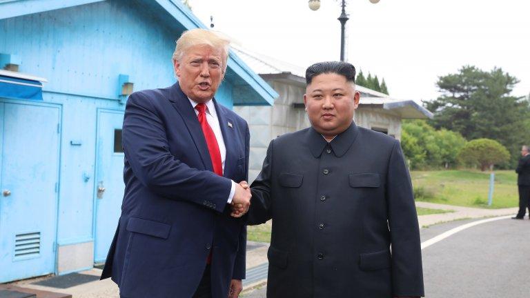 Историческото ръкостискане на Тръмп с Ким Чен Ун, което обаче не донесе никакви резултати
