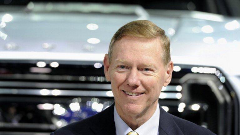 """Алън Мълали  Предишна длъжност: Изпълнителен директор на Ford  Мълали има опит във възраждането на компании в период на криза. Именно той помогна на Ford да се върне към печалбите след финансовата криза от 2008 г., променяйки корпоративната култура. Той се пенсионира през 2012 г. след 6 години начело на автомобилния гигант.  Да се присъедини към Uber би означавало да поеме юздите на друга закъсала компания, но и да се изправи пред голям конфликт на интереси. Мълали е директор в Alphabet, компанията-майка на Google, чието подразделение Waymo съди Uber за корпоративен шпионаж. Наследникът на Мълали във Ford – Марк Фийлдс също е спряган като вариант за изпълнителен директор на Uber. Фийлдс бе освободен от Ford през май, защото не е направил необходимите промени в компанията достатъчно бързо. Това го прави лош избор за компания, която изисква от служителите си """"винаги да бързат""""."""