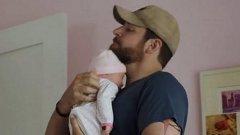 """Въздействащото представяне на войната в """"Американски снайперист"""" бе съсипано от гумено бебе - но Брадли Купър не е първият, засенчен от пеленаче"""