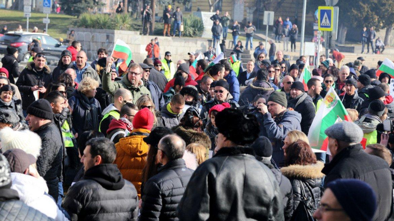 Стотици излязоха в София на протест срещу водния режим в Перник