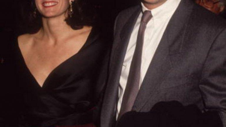 """Кевин Костнър и Синди Силва  Идолът на 90-те години актьорът Кевин Костнър също беше """"наказан"""", заради глупостта да сключи брак със Синди Силва. След 16 години живот заедно, през 1994-та той трябваше да се сбогува не само с нея, ами и с 80 млн. долара."""