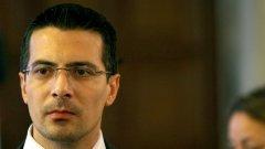 """Бивши членове на коалицията """"България без цензура"""" обединяват сили за местния вот с обещания за светло и единно бъдеще, а новият формат е обявен не от кого да е, а от бившият депутат на ГЕРБ Светлин Танчев, който прескочи в отбора на Бареков преди евровота"""