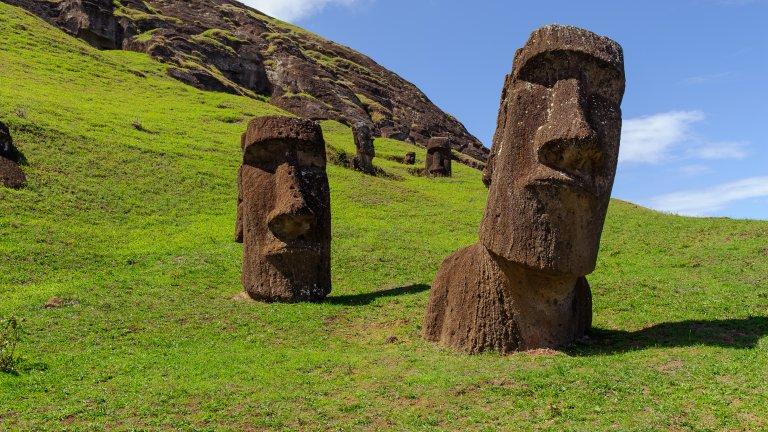 Гигантски статуи, агресивни обитатели и една загадка, която вече сме разкрили